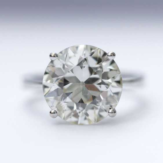 A solitaire ring with a highcarat fancy diamond - photo 1