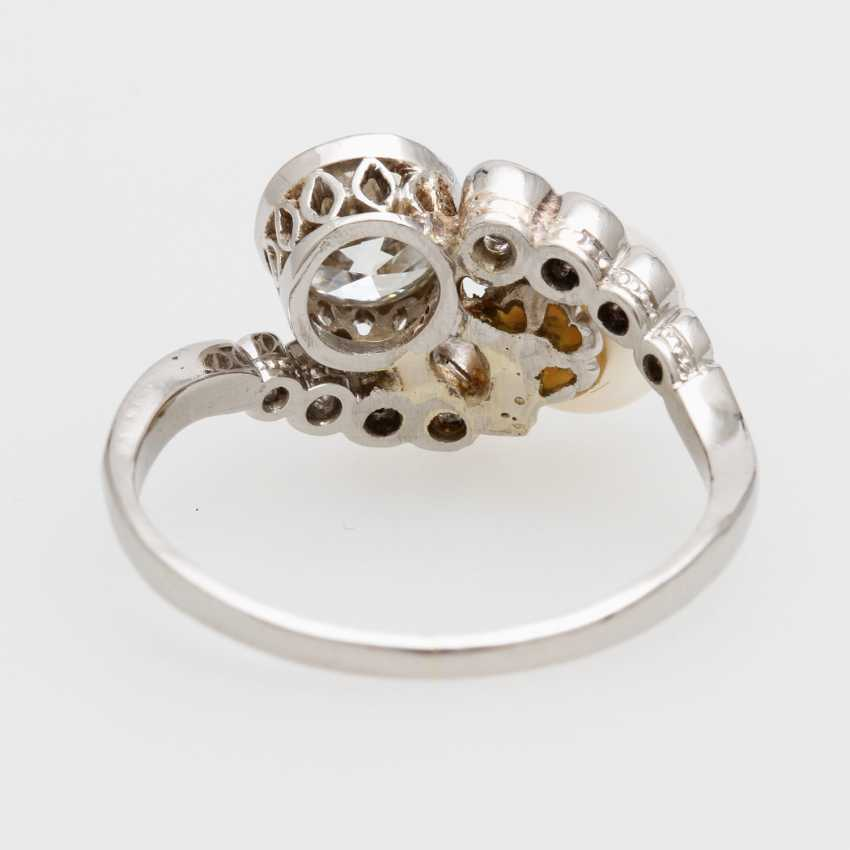 Ladies ring with cultured pearl & old European cut diamond