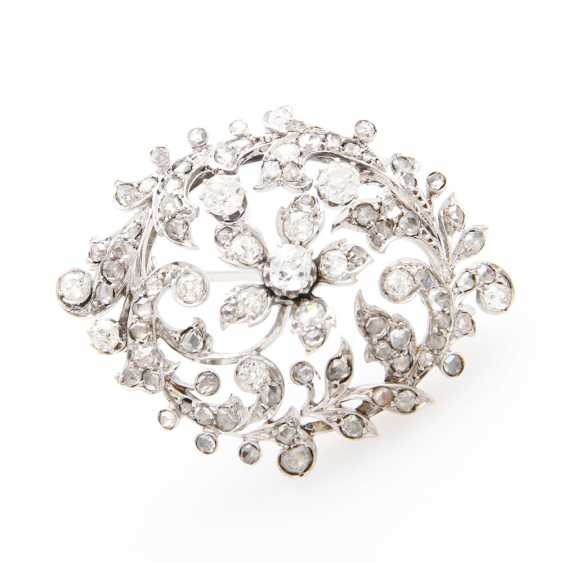 Brooch in floral Form of bes. m. old European cut diamond & rose cut diamonds, together approx 1.2 ct. - photo 1