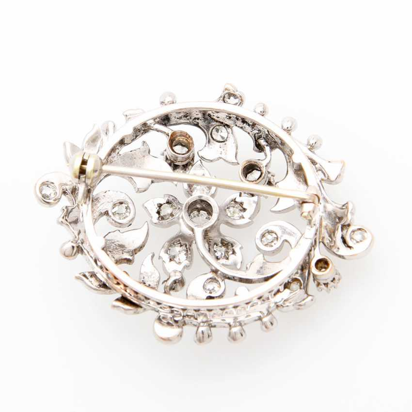 Brooch in floral Form of bes. m. old European cut diamond & rose cut diamonds, together approx 1.2 ct. - photo 3