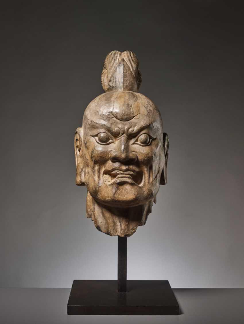 OVER-LIFESIZE LIMESTONE HEAD OF A TIANWANG GUARDIAN GOD, CHINA, TANG DYNASTY - photo 2