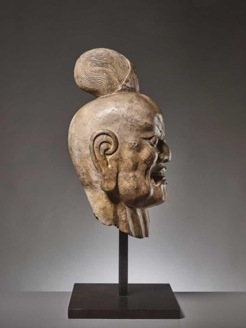 OVER-LIFESIZE LIMESTONE HEAD OF A TIANWANG GUARDIAN GOD, CHINA, TANG DYNASTY - photo 7