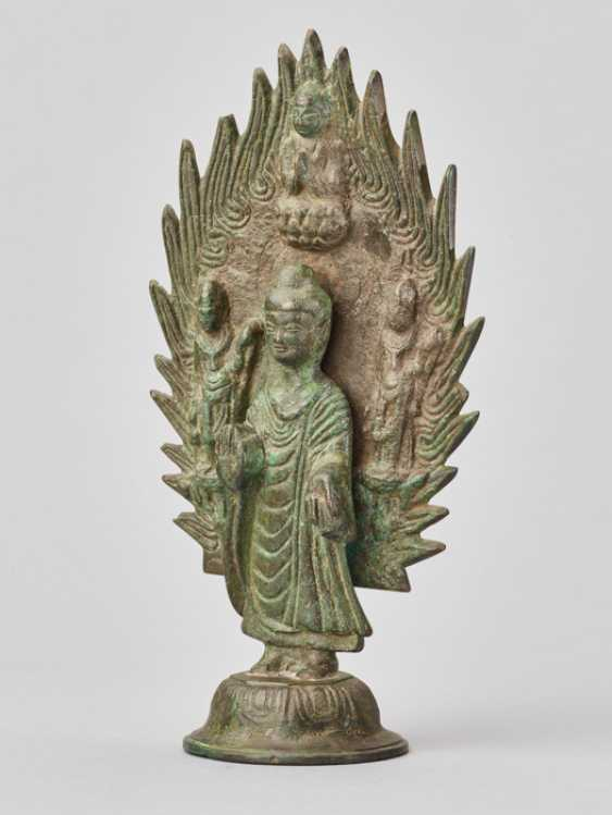 BUDDHA STANDING IN FRONT OF A FLAMING HALO, BRONZE, CHINA, DATED 571 - photo 1
