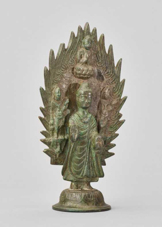 BUDDHA STANDING IN FRONT OF A FLAMING HALO, BRONZE, CHINA, DATED 571 - photo 3