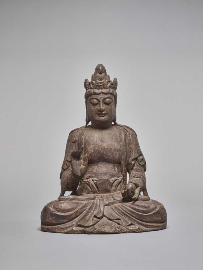 A LACQUERED WOODEN STATUE OF A GUANYIN, MING DYNASTY - photo 2
