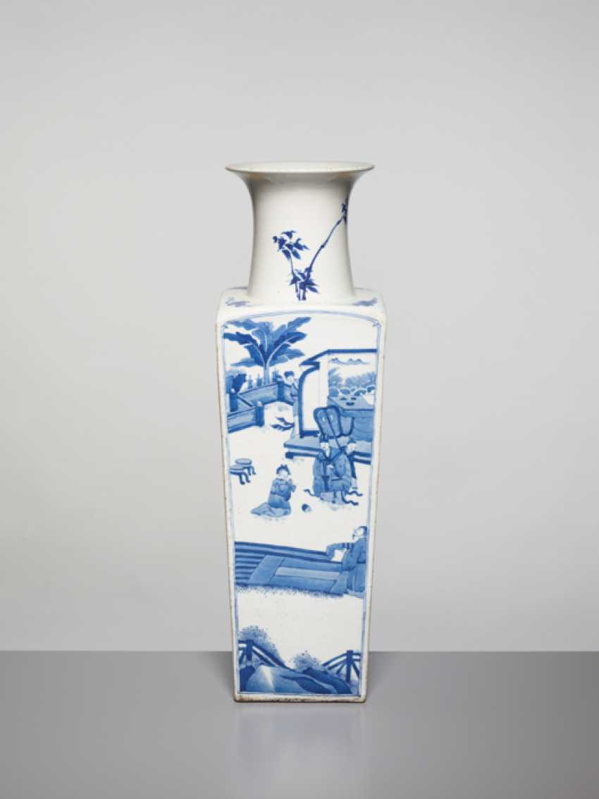 A BLUE AND WHITE SQUARE VASE WITH GENRE SCENES, KANGXI - photo 2