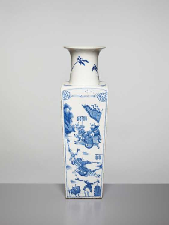 A BLUE AND WHITE SQUARE VASE WITH GENRE SCENES, KANGXI - photo 3