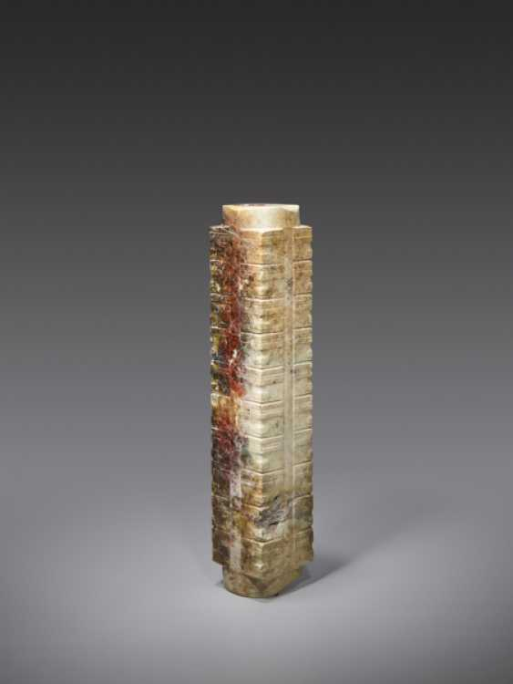 AN EXTREMELY RARE AND IMPRESSIVE TALL CONG WITH MULTIPLE REGISTERS DECORATED WITH SIMPLIFIED HUMAN-LIKE MASKS - photo 2
