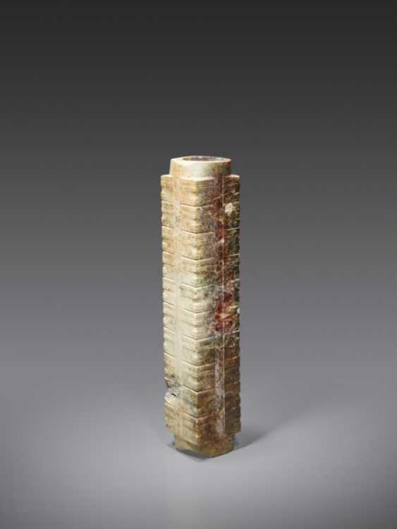 AN EXTREMELY RARE AND IMPRESSIVE TALL CONG WITH MULTIPLE REGISTERS DECORATED WITH SIMPLIFIED HUMAN-LIKE MASKS - photo 3