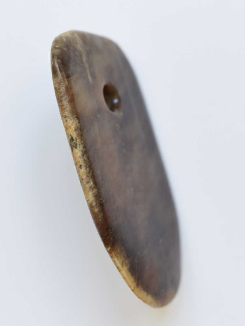 A LEVIGATED, AMBER-COLOURED JADE FU AXE WITH A SMOOTH CONTOUR AND A ROUND EDGE - photo 3