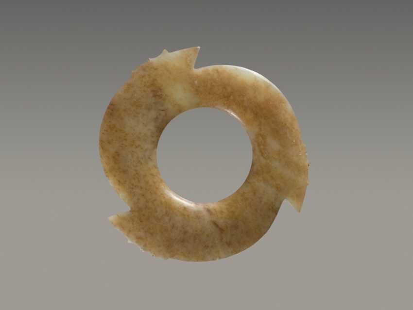 A FASCINATING YABI, OR NOTCHED DISC, WITH THREE POINTED PROTRUSIONS ENRICHED WITH THIN AND DELICATELY CARVED NOTCHES - photo 1
