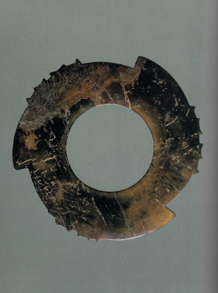 A FASCINATING YABI, OR NOTCHED DISC, WITH THREE POINTED PROTRUSIONS ENRICHED WITH THIN AND DELICATELY CARVED NOTCHES - photo 6