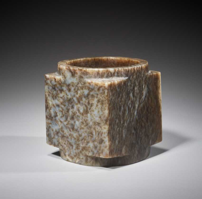 A SUPERB CUBE-SHAPED CONG WITH FINELY POLISHED SIDES CARVED FROM MOTTLED BROWN JADE - photo 1