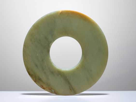 A SMOOTHLY POLISHED BI DISC WITH SHINY SURFACES CARVED FROM GREEN JADE WITH BROWN STRIPES - photo 1