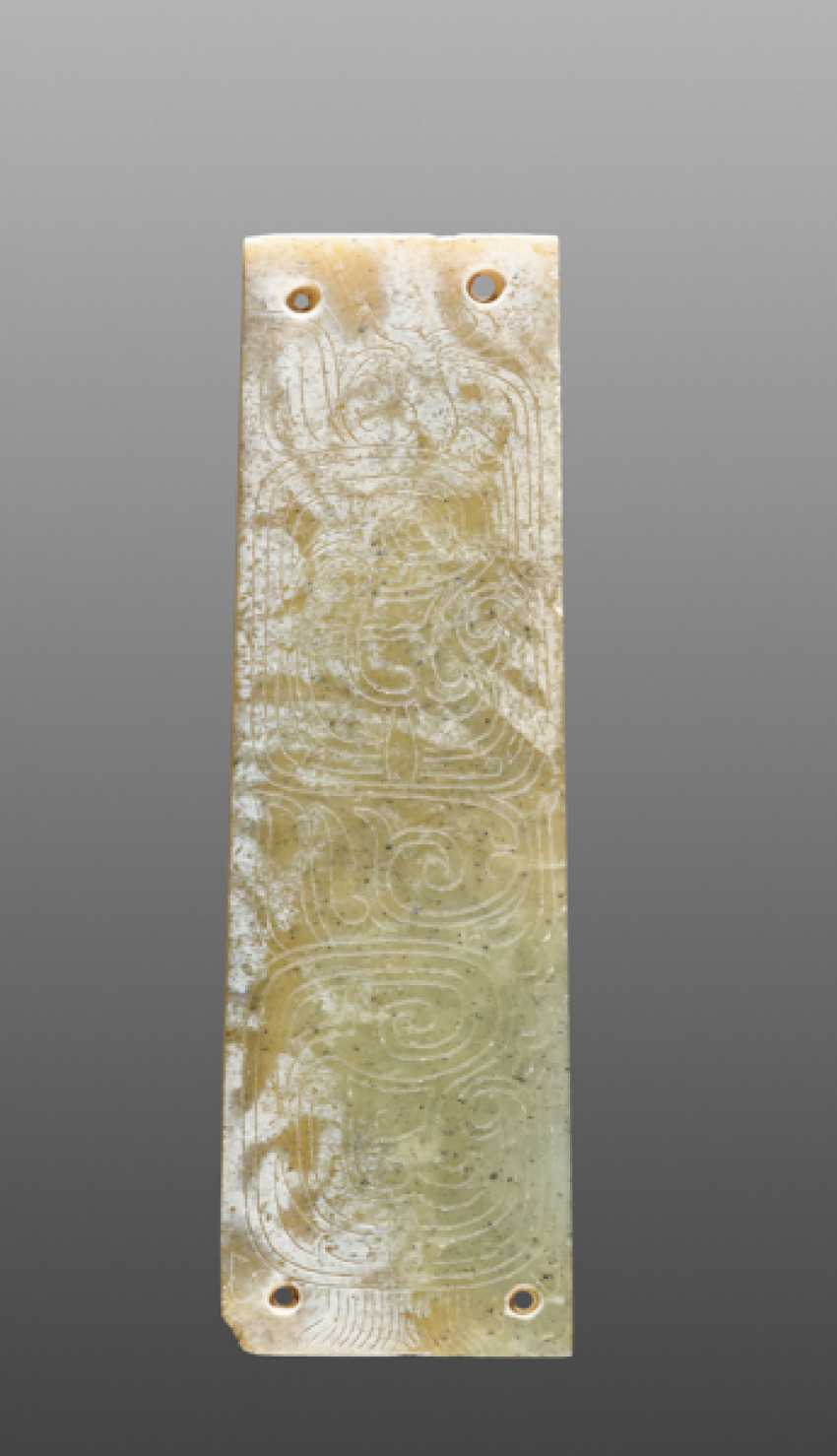 A DELICATELY CARVED TINY PLAQUE IN GREEN JADE WITH TWO CRESTED AND LONG-TAILED BIRDS DECORATED ON ONE SIDE - photo 1