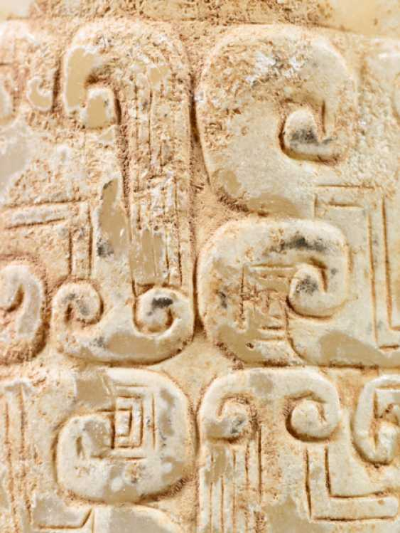 AN INTERESTING THICK EARRING OF THE JUE TYPE IN PARTLY CALCIFIED WHITE JADE DECORATED WITH STYLIZED DRAGON HEADS - photo 7