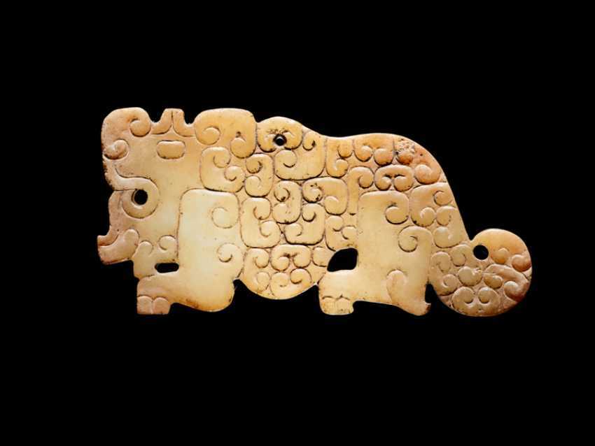 A SMALL, FLAT TIGER-SHAPED PENDANT IN WHITE JADE DECORATED WITH A JUANYUN PATTERN OF SCROLLS - photo 1