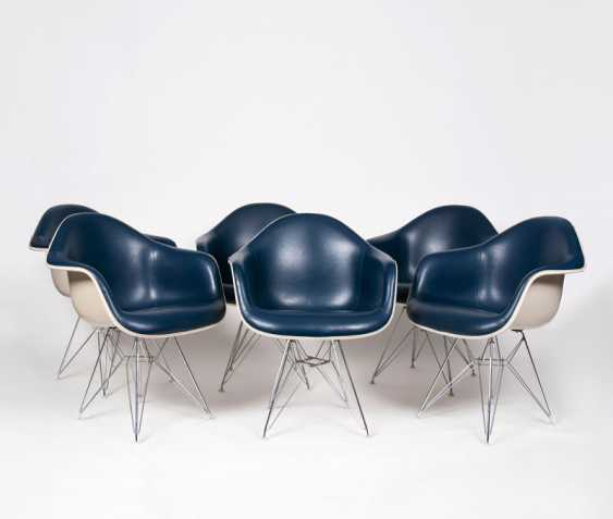 Set of 6 early fiberglass chairs 'IS-1'. Charles & Ray Eames - photo 1