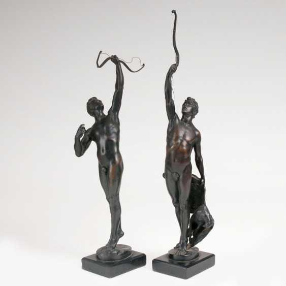 Pair Of Bronze Figures Of 'The Archers'. Joseph Uphues - photo 1