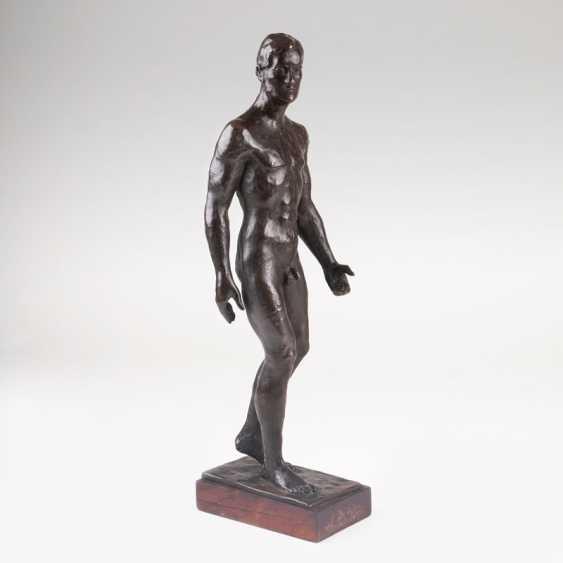 Bronze figure 'as the male Nude'. Karl Opfermann - photo 1