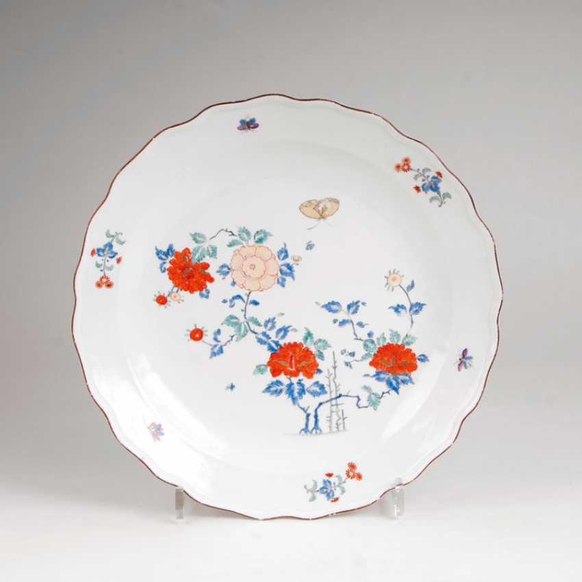 Large plate with Indian flowers. - photo 1