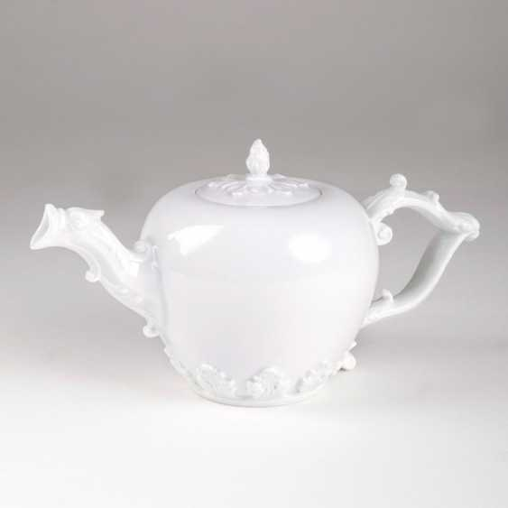 Pot of tea with acanthus leaf relief. - photo 1