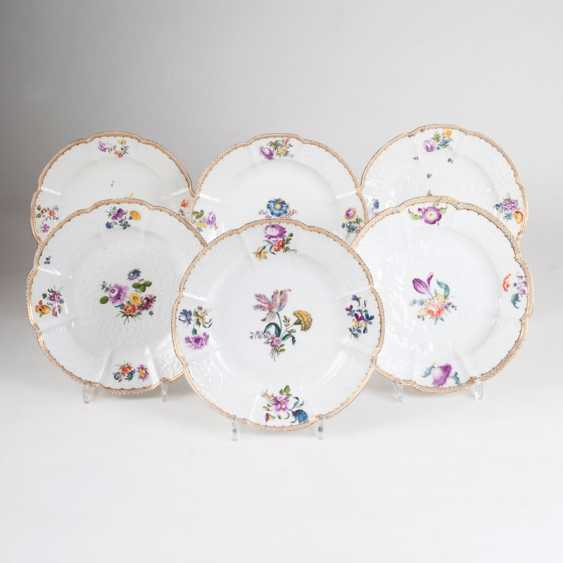 Set of 6 plates with Gotzkowsky-Relief-and-flower painting. - photo 1