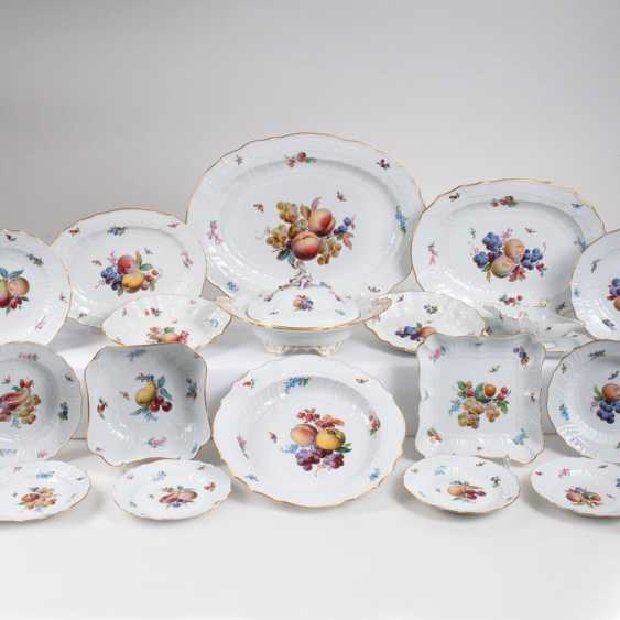 Extensive Meissen dinner service with fruit painting. - photo 1
