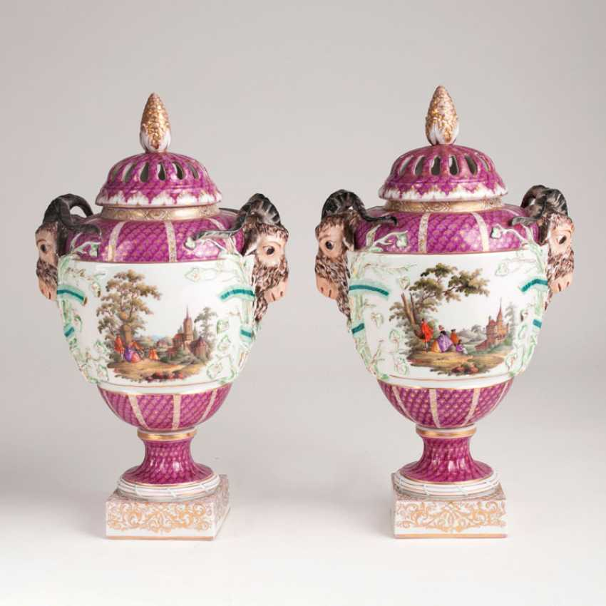 Pair of Berlin pot pourri vases with Watteau scenes. - photo 1