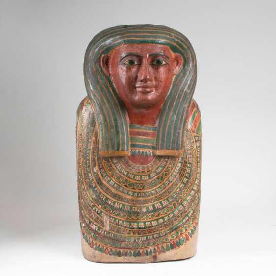 Rare part piece of an Egyptian sarcophagus lid. - photo 1