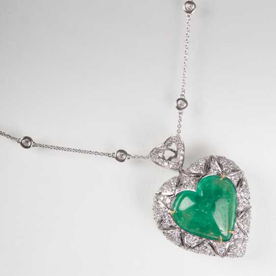 Exceptional emerald and diamond pendant in heart shape with brilliant-chain. - photo 1