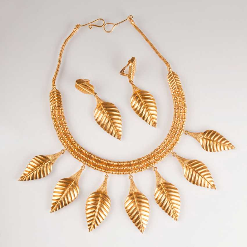 Antique daughter necklace with matching Pair of clip earrings in the Mycenaean style. Ilias Lalaounis - photo 1