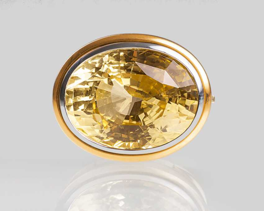 Removable buckle with a natural yellow sapphire of a jeweller Hemmerle. - photo 1