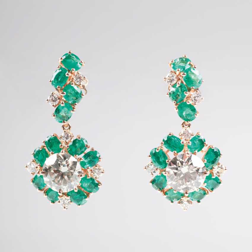 Outstanding pair of diamond and emerald earrings. - photo 1