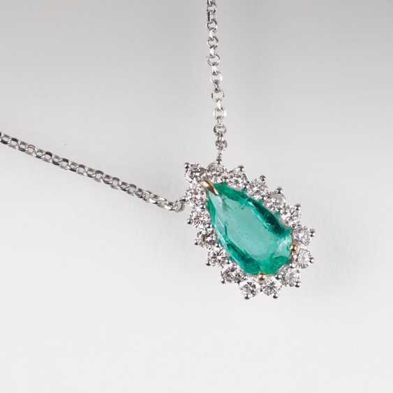 Very fine emerald and brilliant pendant with brilliant, chain. - photo 1