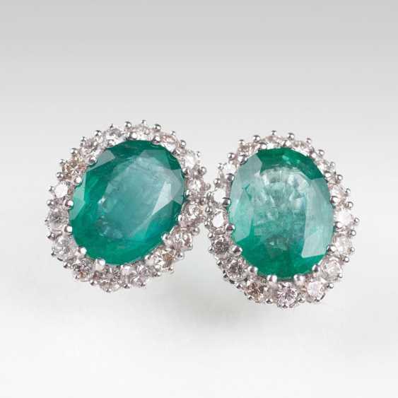 Couple of high-profile emerald and diamond earrings. - photo 1