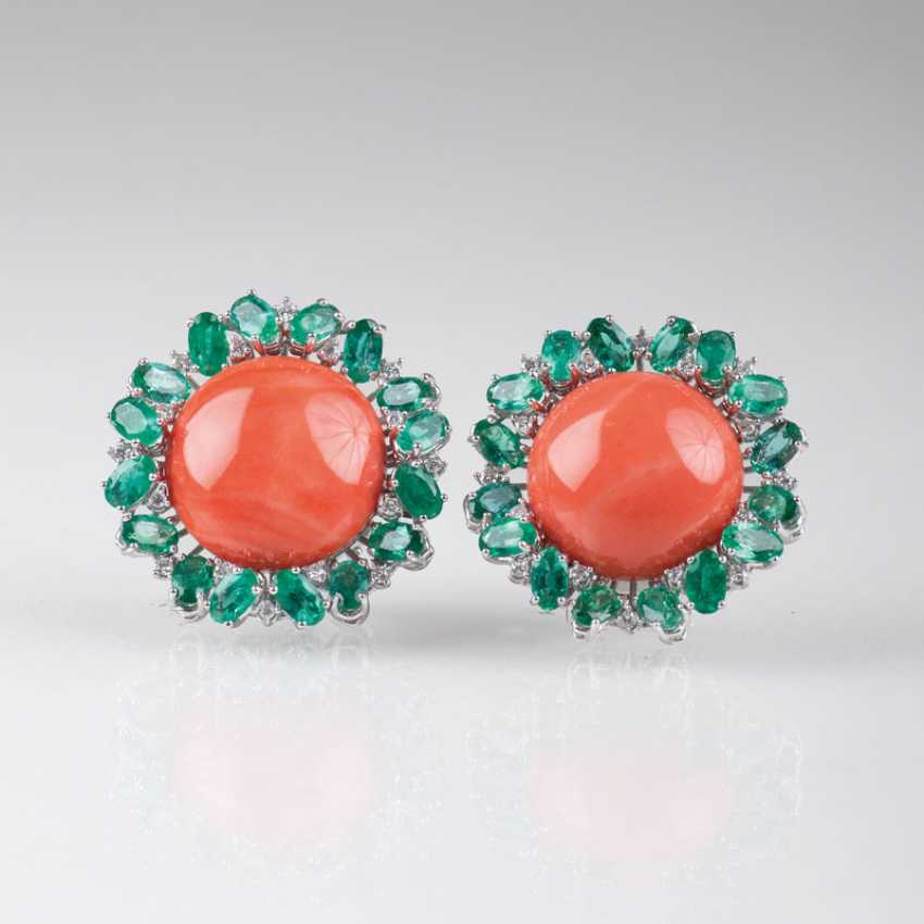 Pair of large flower earrings with coral, emeralds and diamonds. - photo 1