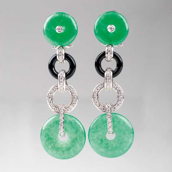 Pair of Jade, Onyx and diamond earrings in the Art Deco style. - photo 1