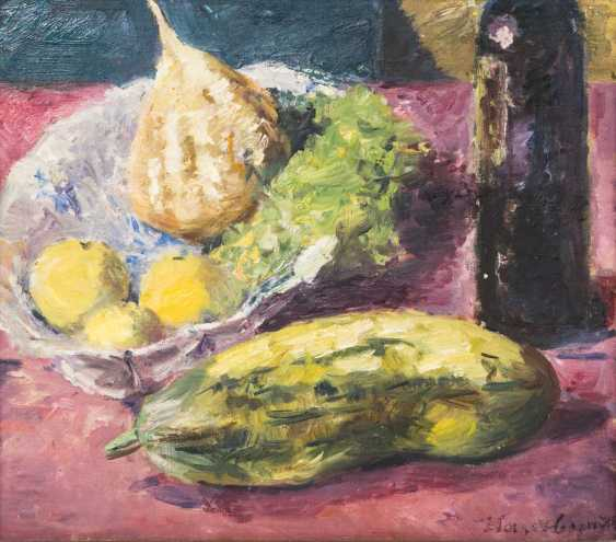 """HASSEBRAUK, ERNST (Dresden 1905-1974 ibid, Prof.), """"still life with cucumber, fruit on a dish and a bottle of wine"""" - photo 1"""