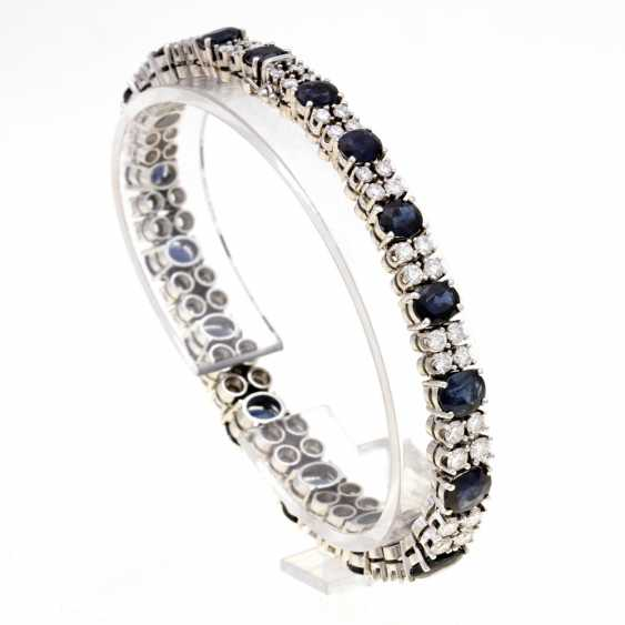 Bracelet white gold 14 K filled with 17 oval fac. Sapphires (blue with green tint / Petrol) in the course. 17,36 ct (according to hallmark) and 68 Brilliant together approx. 5,49 ct (according to hallmark) - photo 1