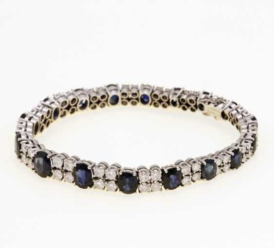 Bracelet white gold 14 K filled with 17 oval fac. Sapphires (blue with green tint / Petrol) in the course. 17,36 ct (according to hallmark) and 68 Brilliant together approx. 5,49 ct (according to hallmark) - photo 2