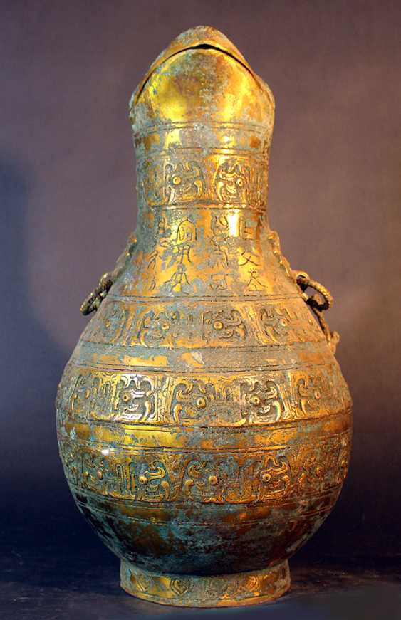 Big Chinese ceremonial bronze pot, partially gilded and partially with green patina (from aging) - photo 2