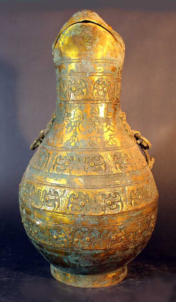 Big Chinese ceremonial bronze pot, partially gilded and partially with green patina (from aging) - photo 1