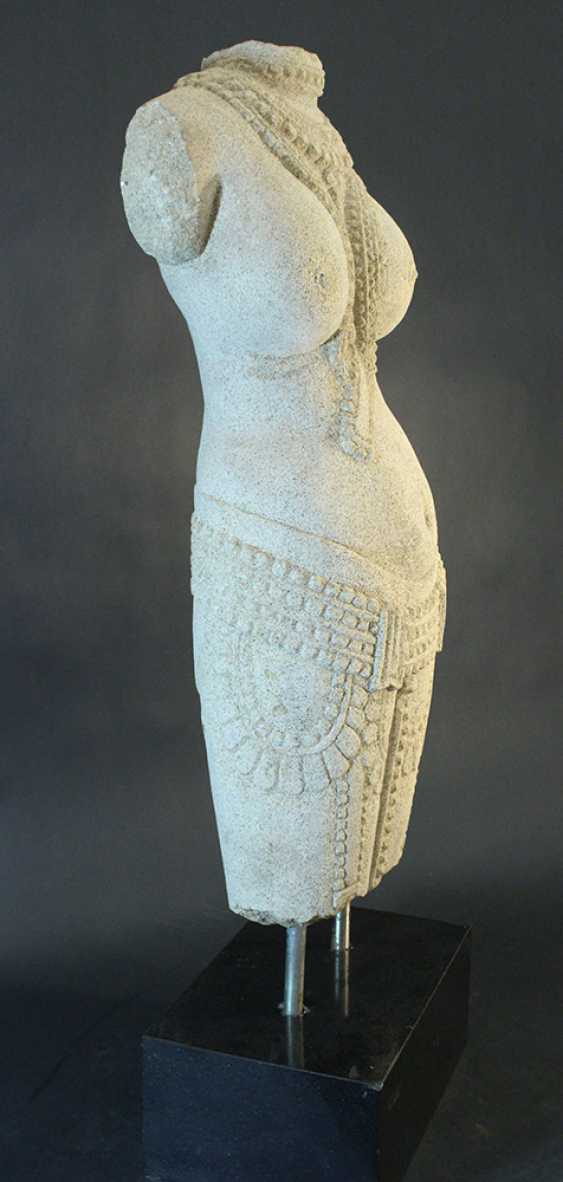 Indian stone scultpure of a female torso with necklaces and jewelry around the hips - photo 2