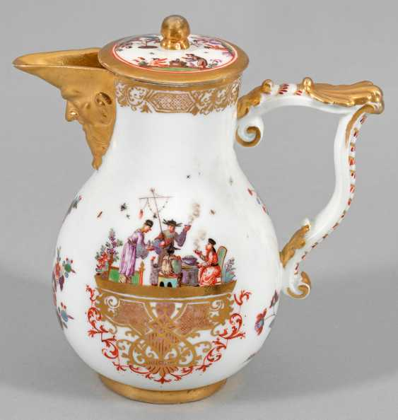 Small jug with Hoeroldt-Chinoiserien