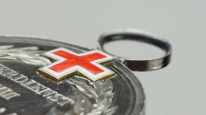 Prussia: General Honour, 2. Class, with enamelled Geneva cross (1871). - photo 2