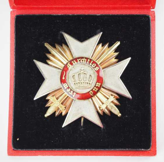 Württemberg: order of the Württemberg crown, breast star of the Commanders with swords, in a case. - photo 2