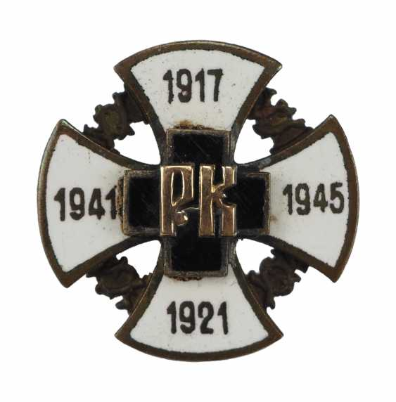 Soviet Union: commemorative badge for the defecting officers during the 1. and 2. World war. - photo 1