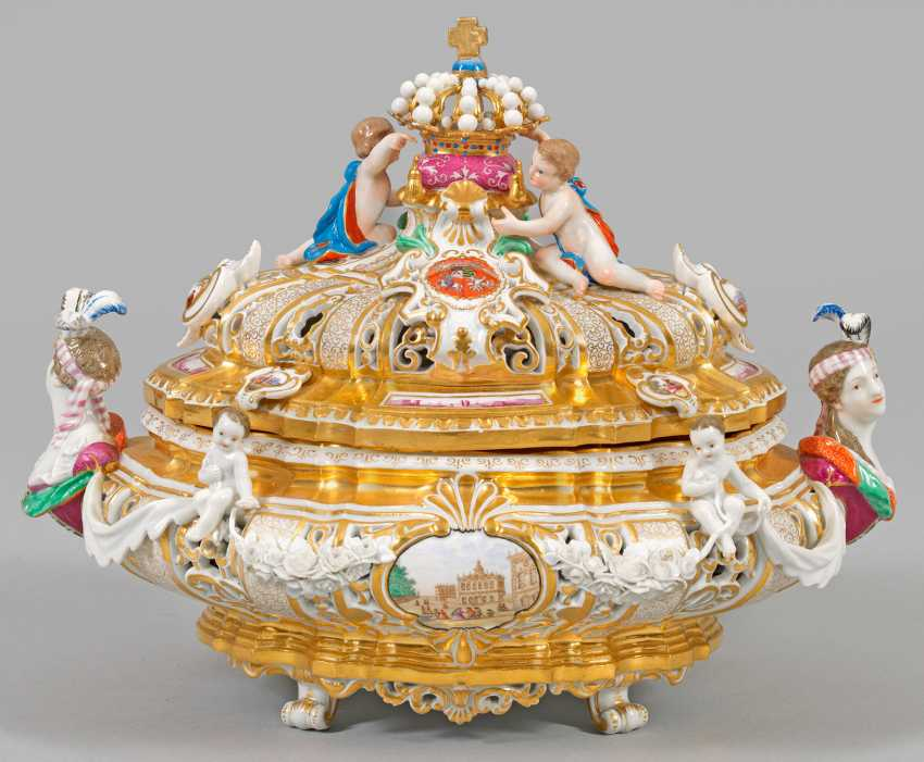 Small courtly pomp terrine. Meissen. 2. Half of the 19th century. Century.