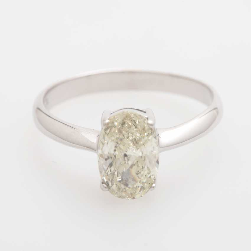 Solitaire Ring, with an oval fac. Diamond of 1.70 ct, - photo 1